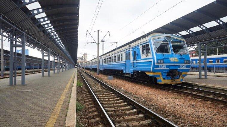 """В """"Укрзалізниці"""" повідомили, чи буде висадка та посадка на потяги у """"червоних"""" зонах"""