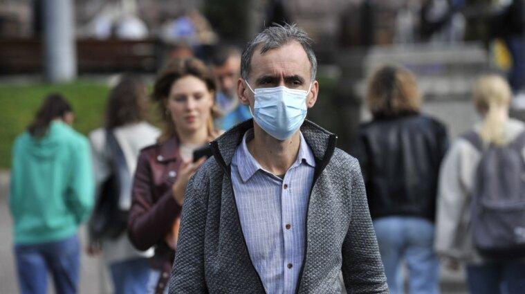 Коронавірус атакує: групи ризику не вакцинують, а обмеження відтермінували