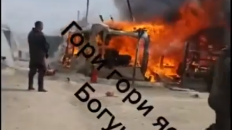 Вблизи границы с Украиной горит российский военный лагерь (видео)