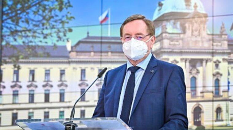Продержался полтора месяца на посту: глава Минздрава Чехии подал в отставку
