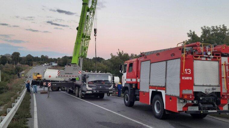 Смертельна аварія у Вінницькій області: тіло водія вирізали з вантажівки