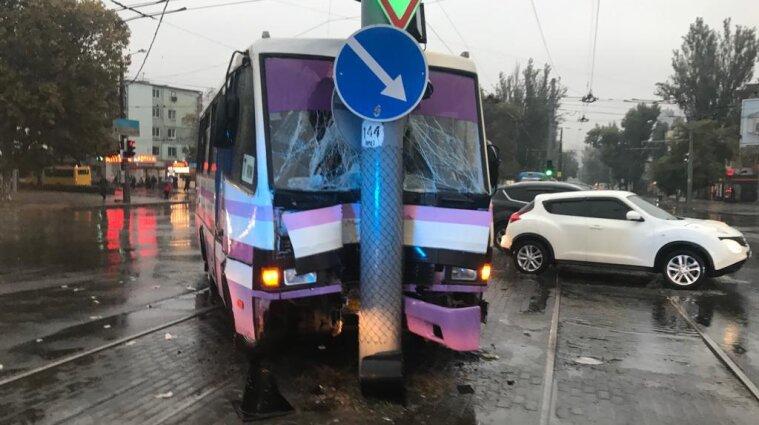 Дев'ятеро людей постраждали в ДТП у Малиновському районі Одеси