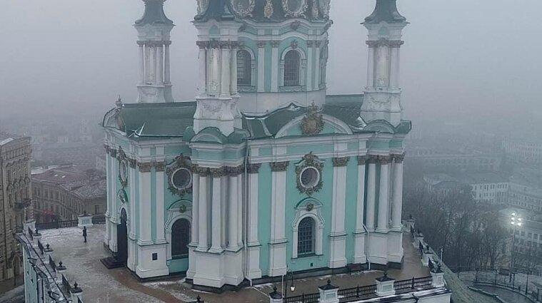 В Андріївській церкві відбулося перше після ремонту богослужіння - фото