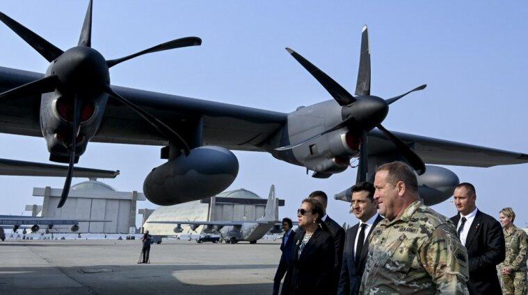 Зеленский в Калифорнии посетил военную авиабазу Моффет-Филд - фото