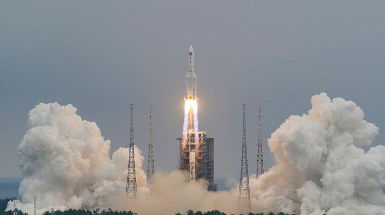 На Землю падает китайская ракета: место падения неизвестно