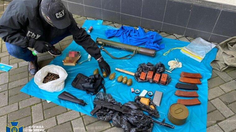 Арсенал боєприпасів знайшли у центрі Києва - фото