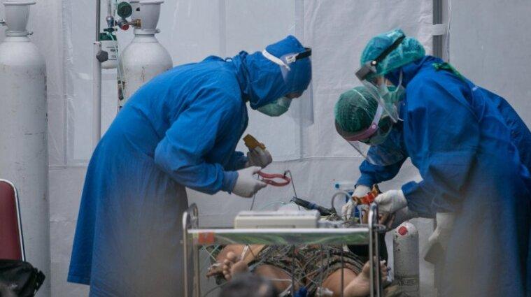 """14 тисяч смертей за добу від covid-19: Індонезія оновила світовий """"рекорд"""""""