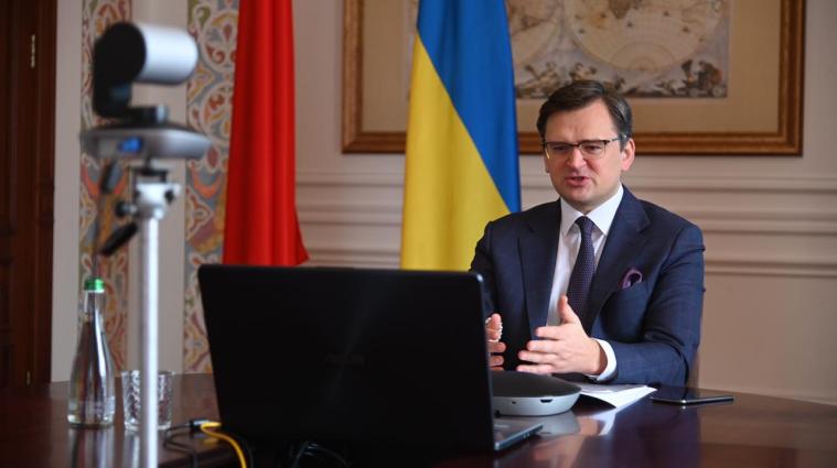 Кулеба сообщил, когда в Украине могут закрыть границы