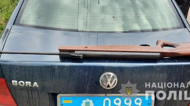 Ружье нашел за холодильником: 9-летний мальчик выстрелил в бабушку на Херсонщине
