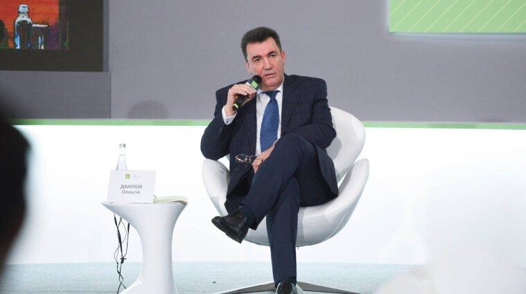 Украина не сможет развиваться, если не уничтожить олигархат - Данилов