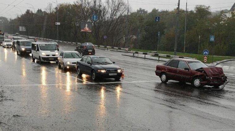 У Києві злива затопила дванадцять вулиць - фото