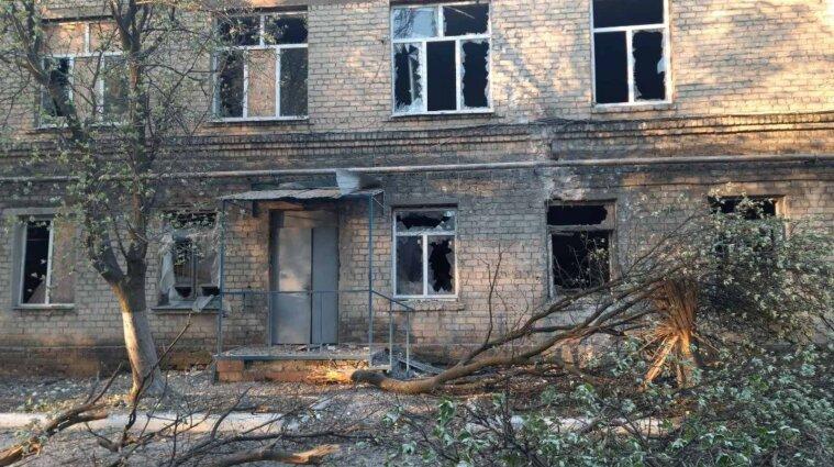 Оккупанты обстреляли ковидную больницу в Донецкой области - фото