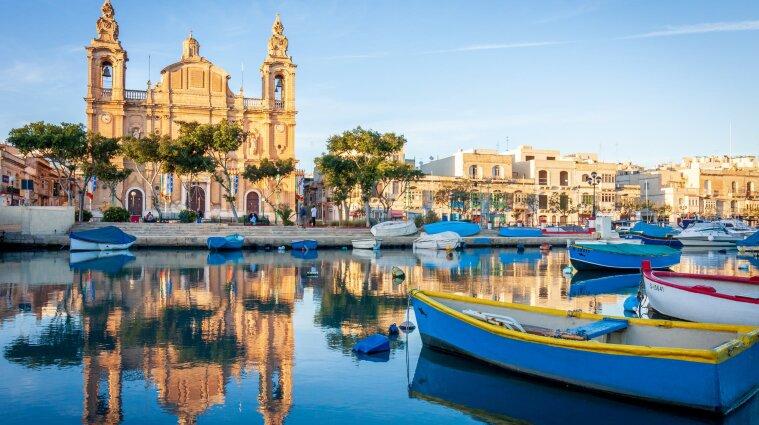 Мальта закрывает границы для невакцинированных от коронавируса туристов