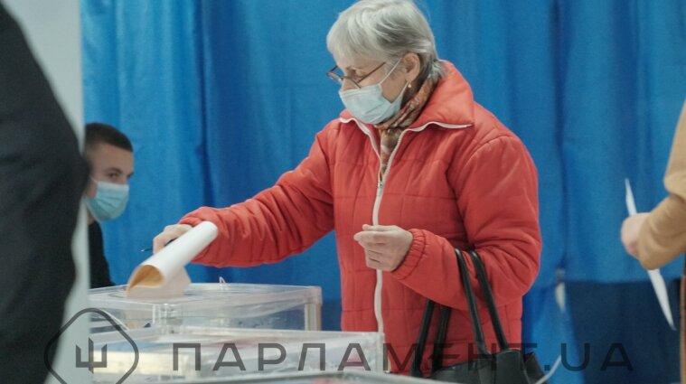 22 листопада українці обиратимуть мерів 11 міст і депутатів 47 рад
