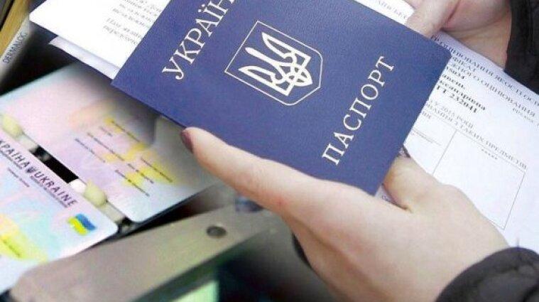 В странах ЕС официально введут COVID-паспорта - Reuters