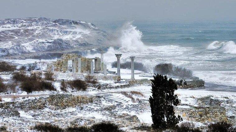 В Карпатах ожидают подтоплений и лавин, а на морях - шторм