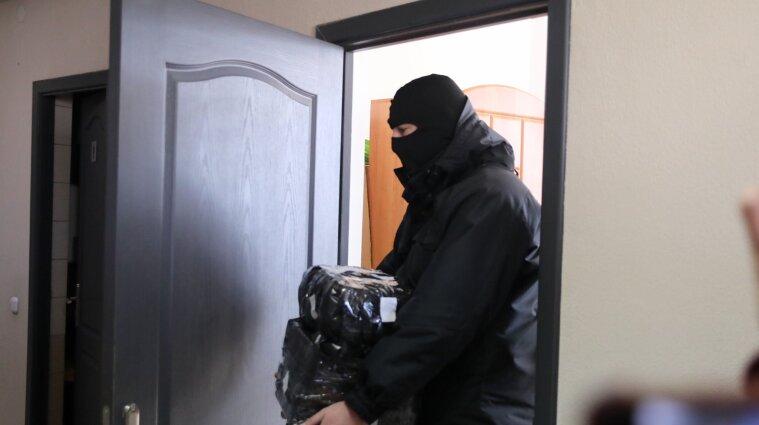 Штурмуют, задерживают и забирают имущество: в Беларуси силовики проводят обыски у журналистов