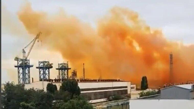 """Синоптики попередили про кислотні дощі після аварії на заводі """"Рівнеазот"""""""