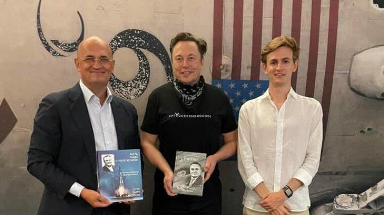 Маск провел экскурсию по SpaceX для внука Сергея Королева