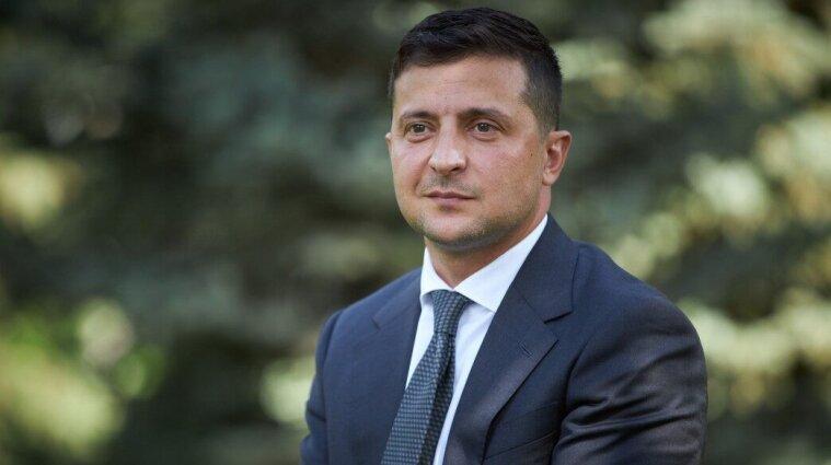 Квартиры в Крыму и Великобритании, машины и часы - Зеленский подал декларацию