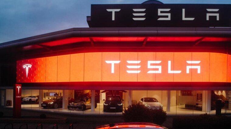 Хочет улучшить безопасность данных: Tesla начнет работать с регуляторами