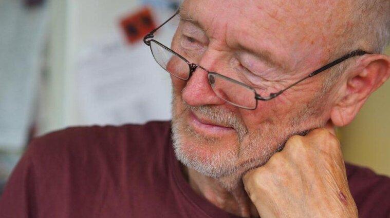 У Британії від інсульту помер один з перших covid - вакцинованих людей у світі