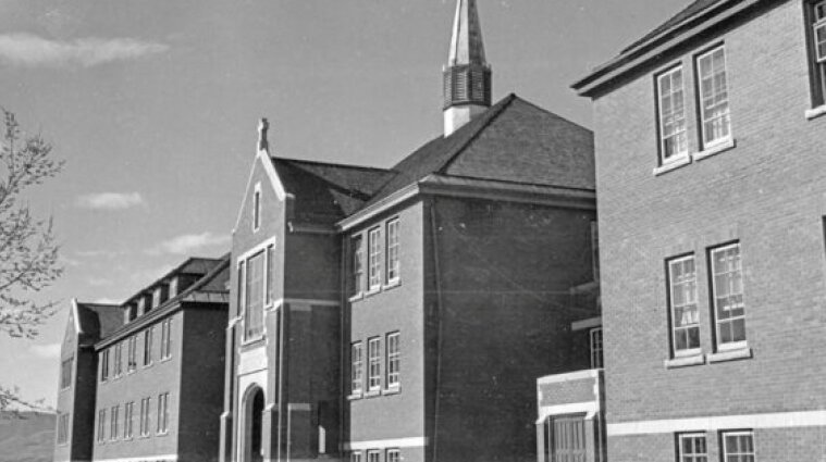 У церковній школі Канади знайшли рештки 215 дітей: ООН та влада вимагають розслідування