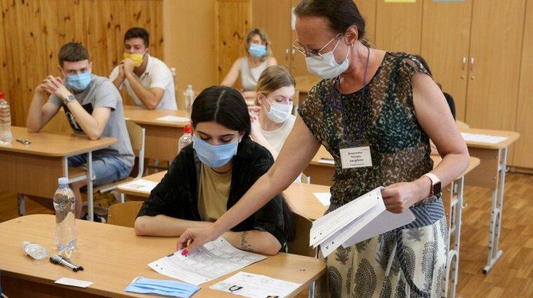 Выпускники сдают ВНО по украинскому языку и литературе