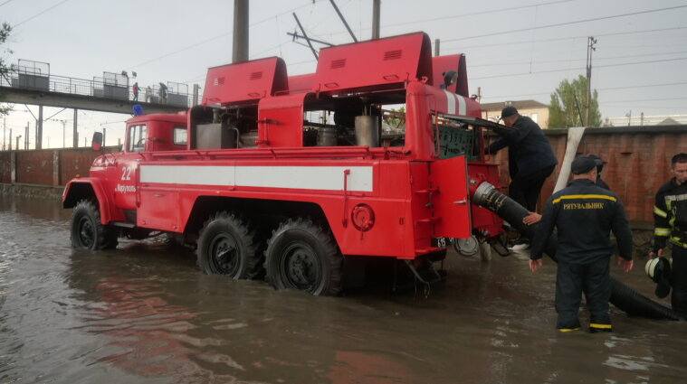 Непогода оставила без электричества более 300 населенных пунктов в Украине