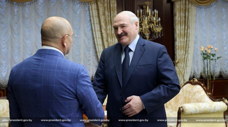 """""""Слуга"""" Шевченко, який їздив до Лукашенка, попросив виключити його з партії"""
