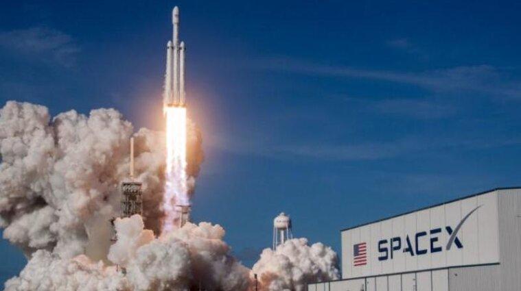 SpaceX готується до першого приватного польоту в космос: дата запуску Crew Dragon