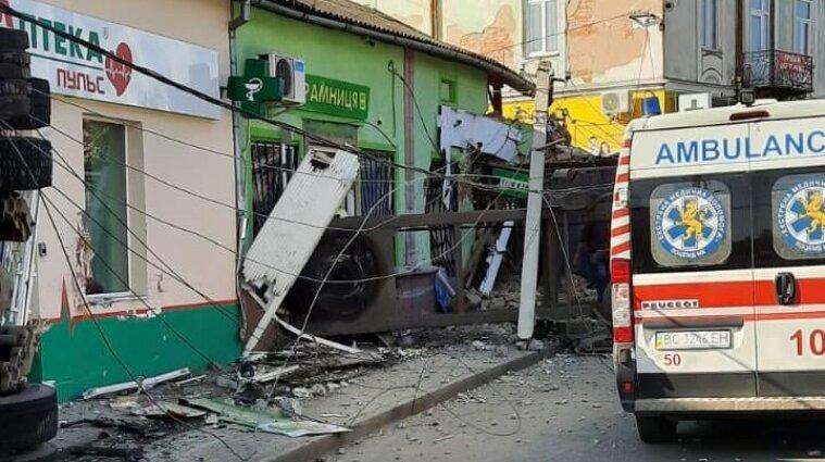 На Львівщині фура протаранила магазин: четверо людей загинуло (фото)