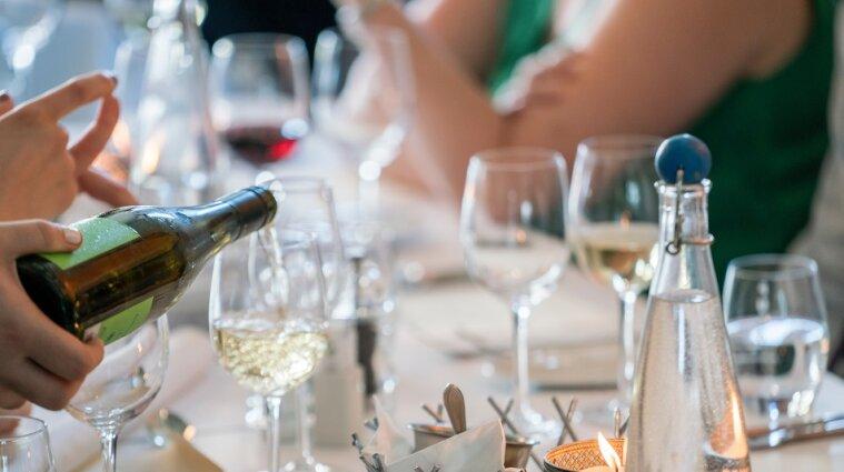 Кабмін вирішив підняти мінімальні ціни на українські ігристі вина