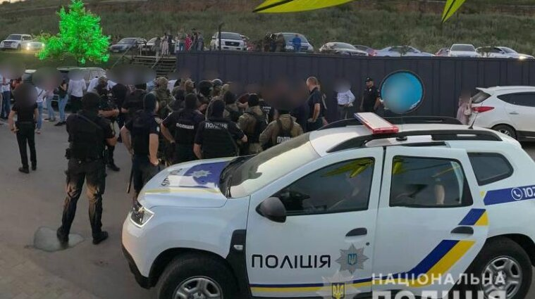 Весілля в Одесі святкували зі стріляниною: поліція затримала хуліганів - відео