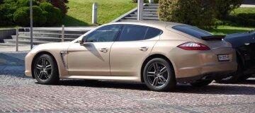 Заместитель одиозного судьи Вовка приехал в суд на золотистом Porsche Cayenne