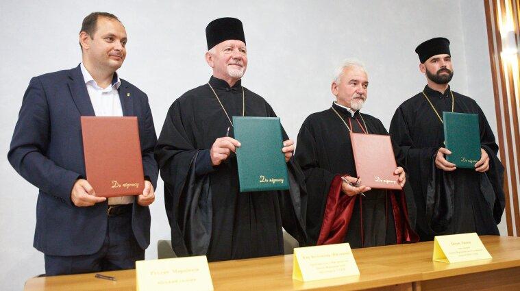 Священники викладатимуть у школах в Івано-Франківську