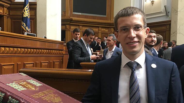 """""""Слуга"""" Арсенюк устроил драку в заведении Черкасс - экс-генпрокурор"""