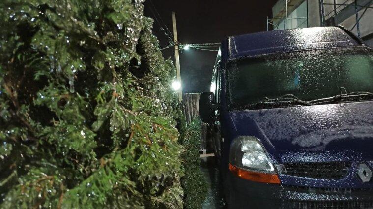 Служба порятунку звернулася до водіїв із попередженням через негоду