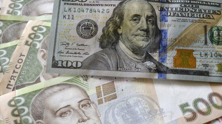 Чому курс гривні послаб, а ціни на продукти продовжують рости