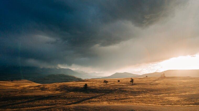 Сильні зливи зі шквалом та градом: синоптики про погоду на 19 липня