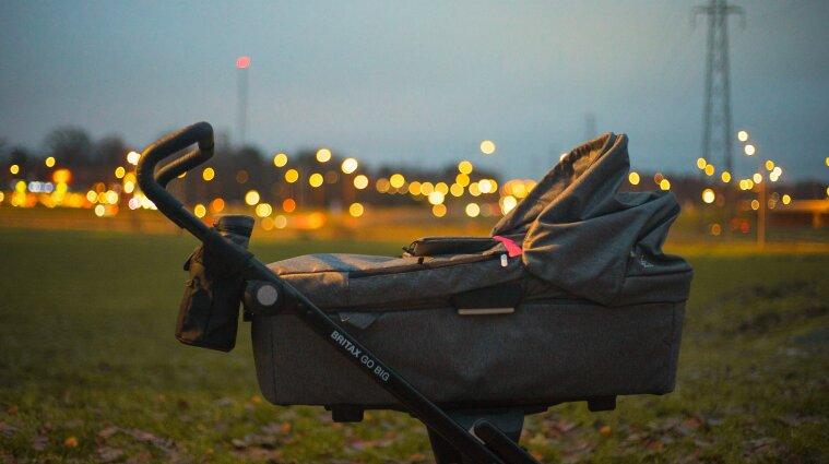 Немовля викрали з візочка у Запоріжжі під час прогулянки