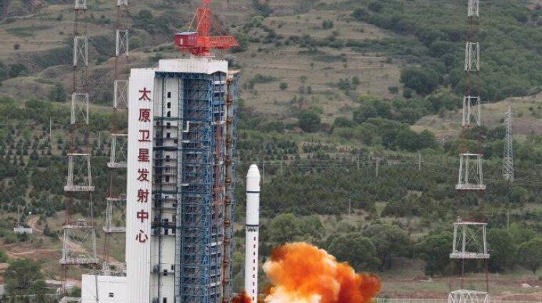 Китай запустив чотири супутники на орбіту - фото