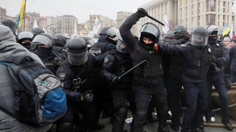 Сутички ФОПів на Майдані загострюються: поліція демонтує намети