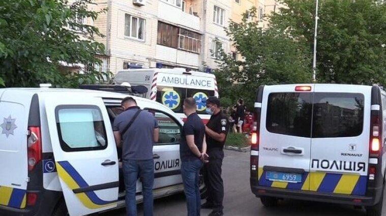 В Києві чоловік спершу жорстко побив свою дружину, а потім зарізав