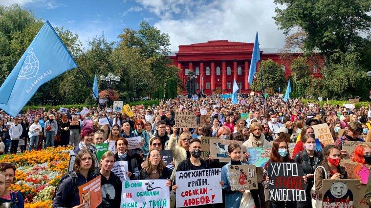 Протестували навіть в Антарктиді: марш за права тварин пройшов в Україні