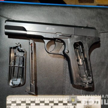 Плюси та мінуси легалізації зброї для самозахисту в Україні