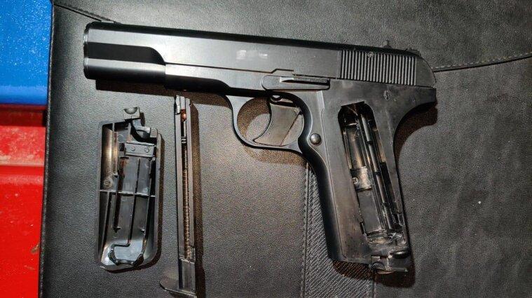 В Ізмаїлі підліток стріляв у двох дітей на майданчику
