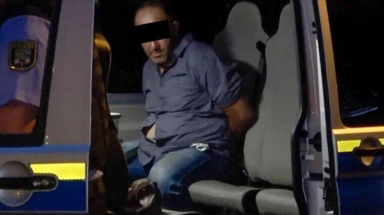Не хотел одевать маску: В Германии украинец ранил ножом людей в пабе