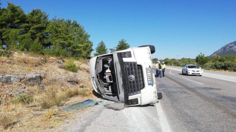 В Турции перевернулся автобус с украинскими туристами: почти полсотни пострадавших