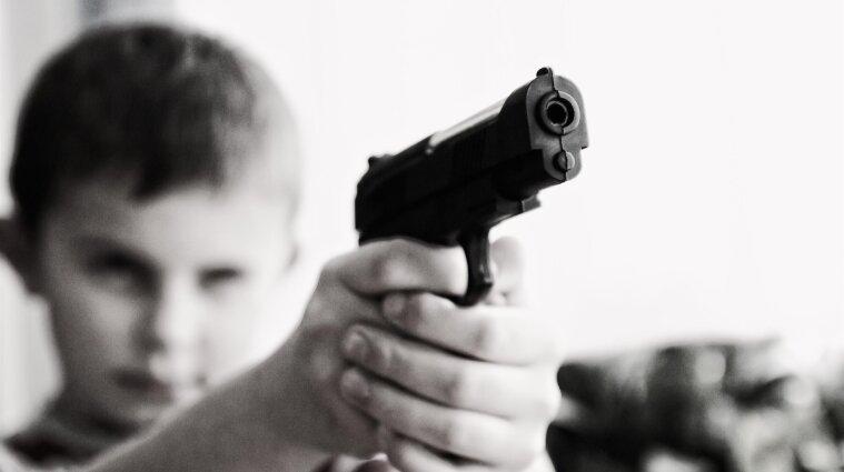 Выстрелили в затылок: в Одесской области между подростками произошла стрельба